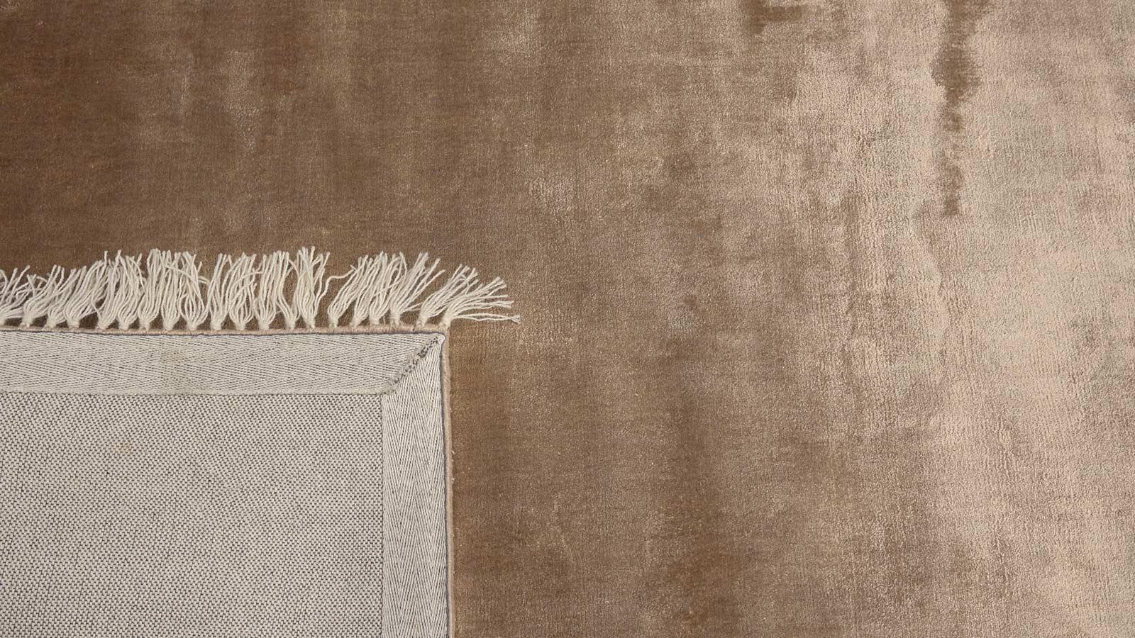 monalisa-design-tapijt-moderne-tapijten-handgeknoopte-design-exclusieve-luxe-vloerkleden-bruin-grijs-taupe-300x200-koreman-maastricht-3978-hoek2.jpg