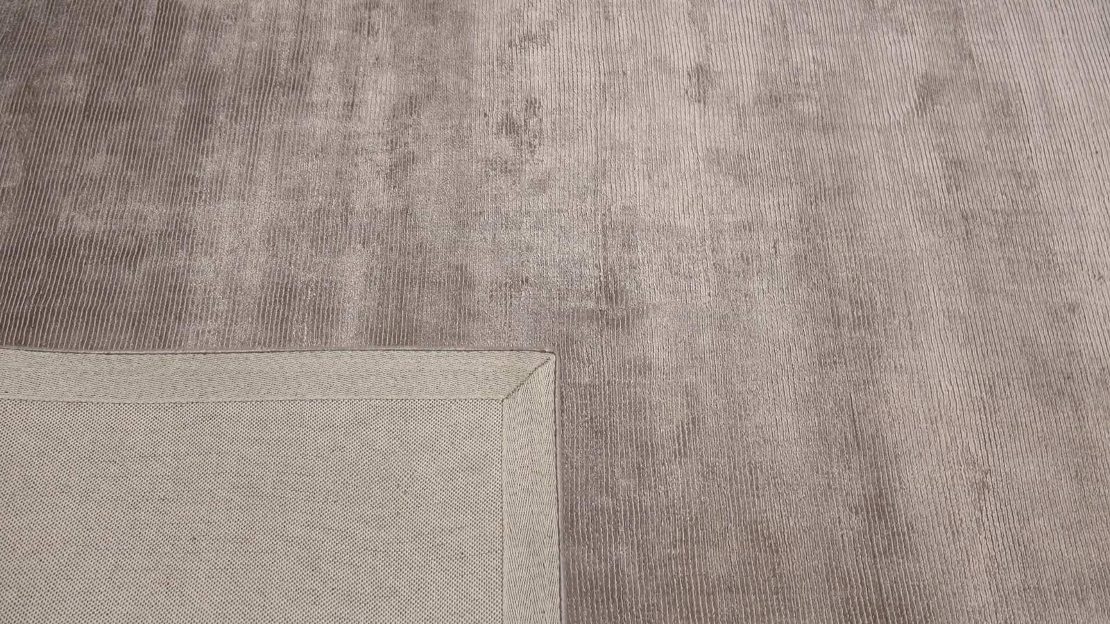 monalisa-design-tapijt-moderne-tapijten-handgeknoopte-design-exclusieve-luxe-vloerkleden-grijs-taupe-300x200-koreman-maastricht-3977-hoek2.jpg