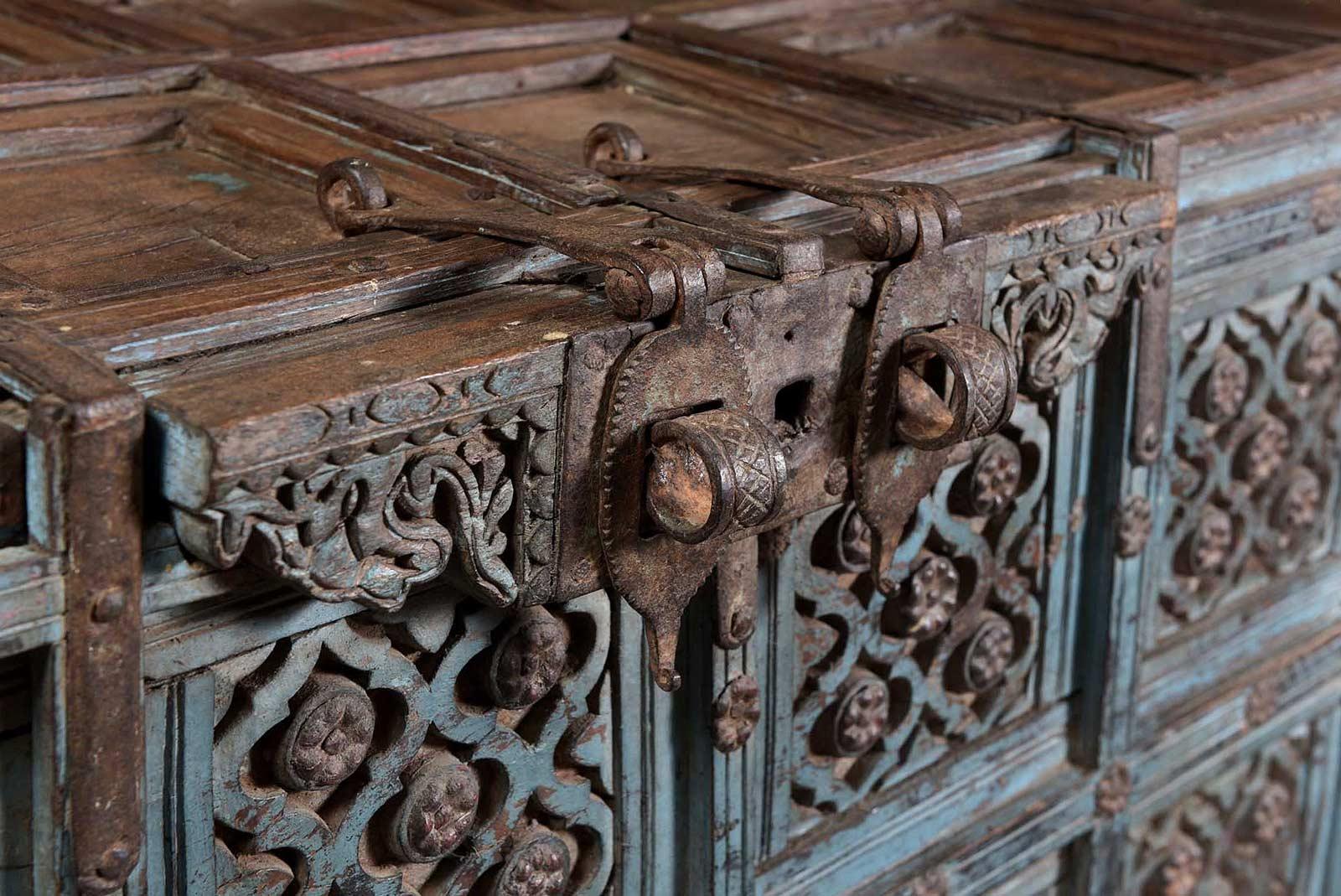 oude-damchiya-kast-uit-india-oosterse-meubelen-indiase-meubels-koreman-maastricht