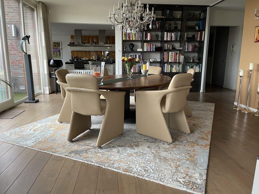 realisatie avant garde tapijt van de haute couture collectie bij Koreman Maastricht.